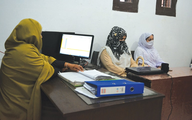 Basmeen Zaman speaking to female complainants.—Photo by writer