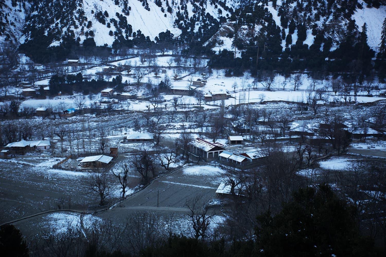 سردیوں کے موسم میں یہاں برفباری ہوتی ہے
