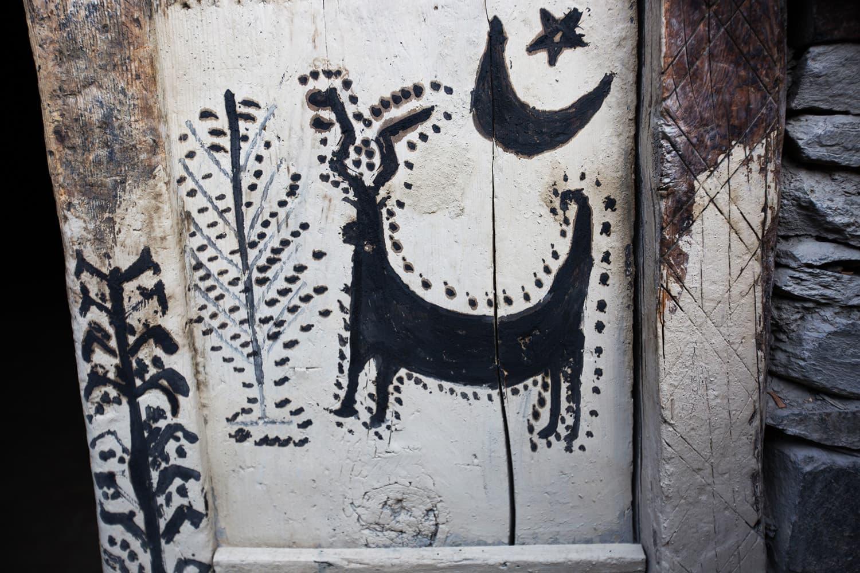 بچوں کی جانب سے دیوار پر بنائی گئی تصویر