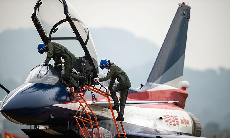 This picture taken on November 11, 2014 shows Chinese female J-10 fighter pilot Yu Xu leaving the plane after performing at the Airshow China. ─ AFP