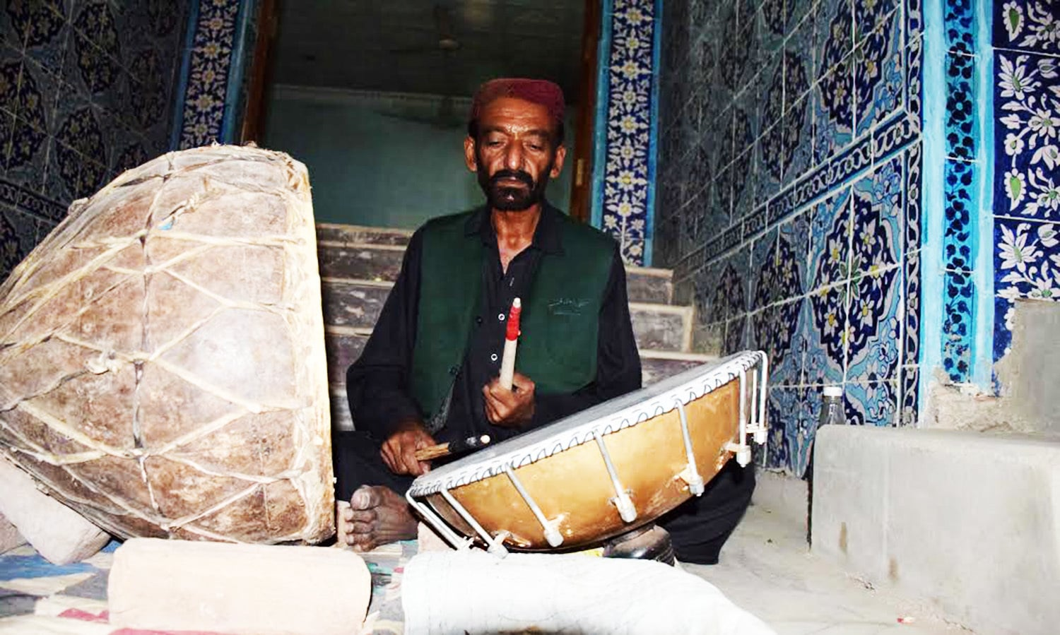Dhamal starts when a 50 something Dargaee Faqir, beats the drums, kept in opposite direction, with alacrity after sunset.