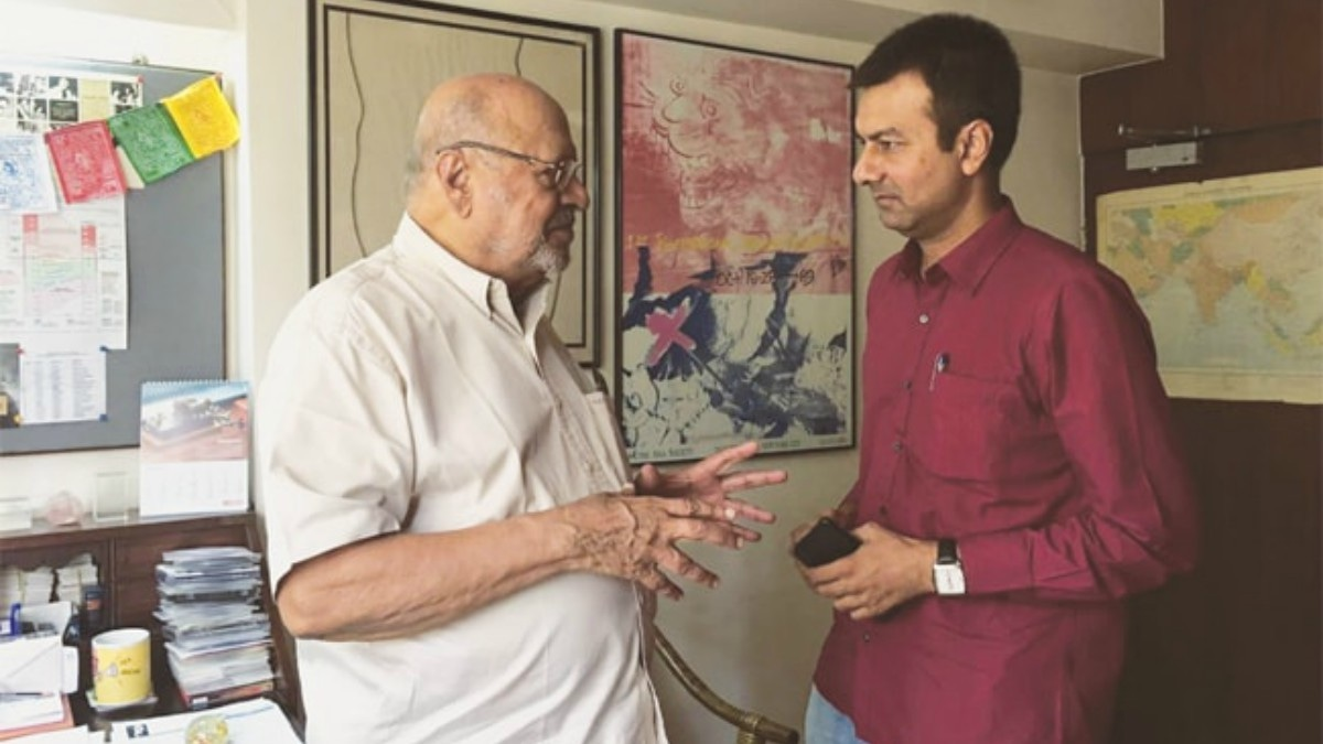 Harsh Narayan getting guidance from his guru Shri Shyam Benegal