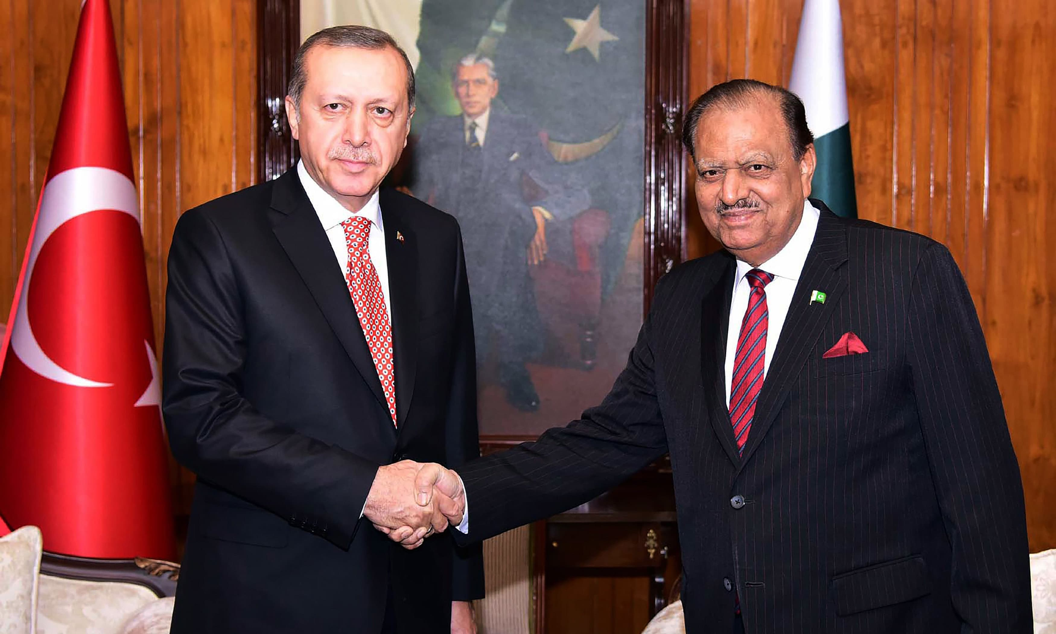 Mamnoon Hussain shakes hands with his Turkish counterpart Recep Tayyip Erdogan. ─AFP