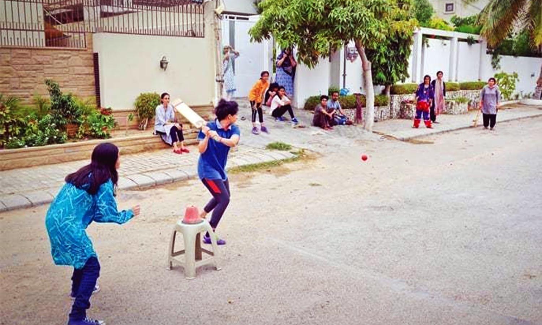 Girls playing street cricket in Karachi. (Pic: Fahim Siddiqui)