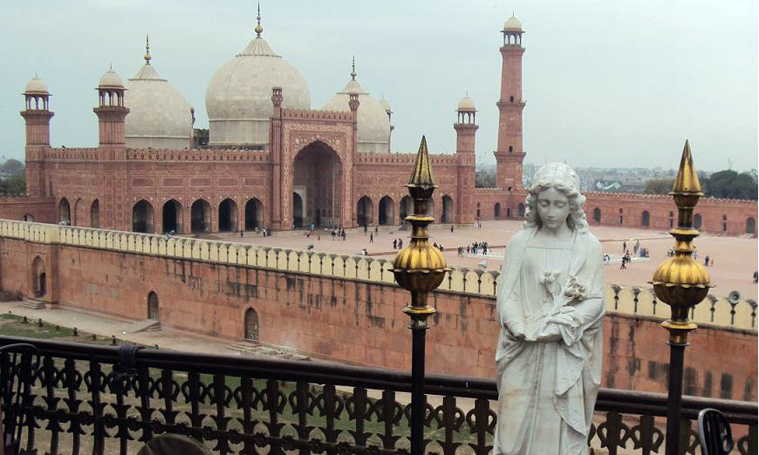 Balcony of a café behind which is Lahore's historic Badshahi Mosque. (Pic: I. Hussain)
