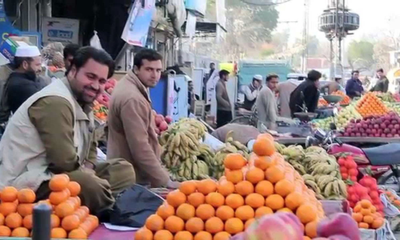 Fruit-sellers in KP's Mardan city. (Pic: Dawn)