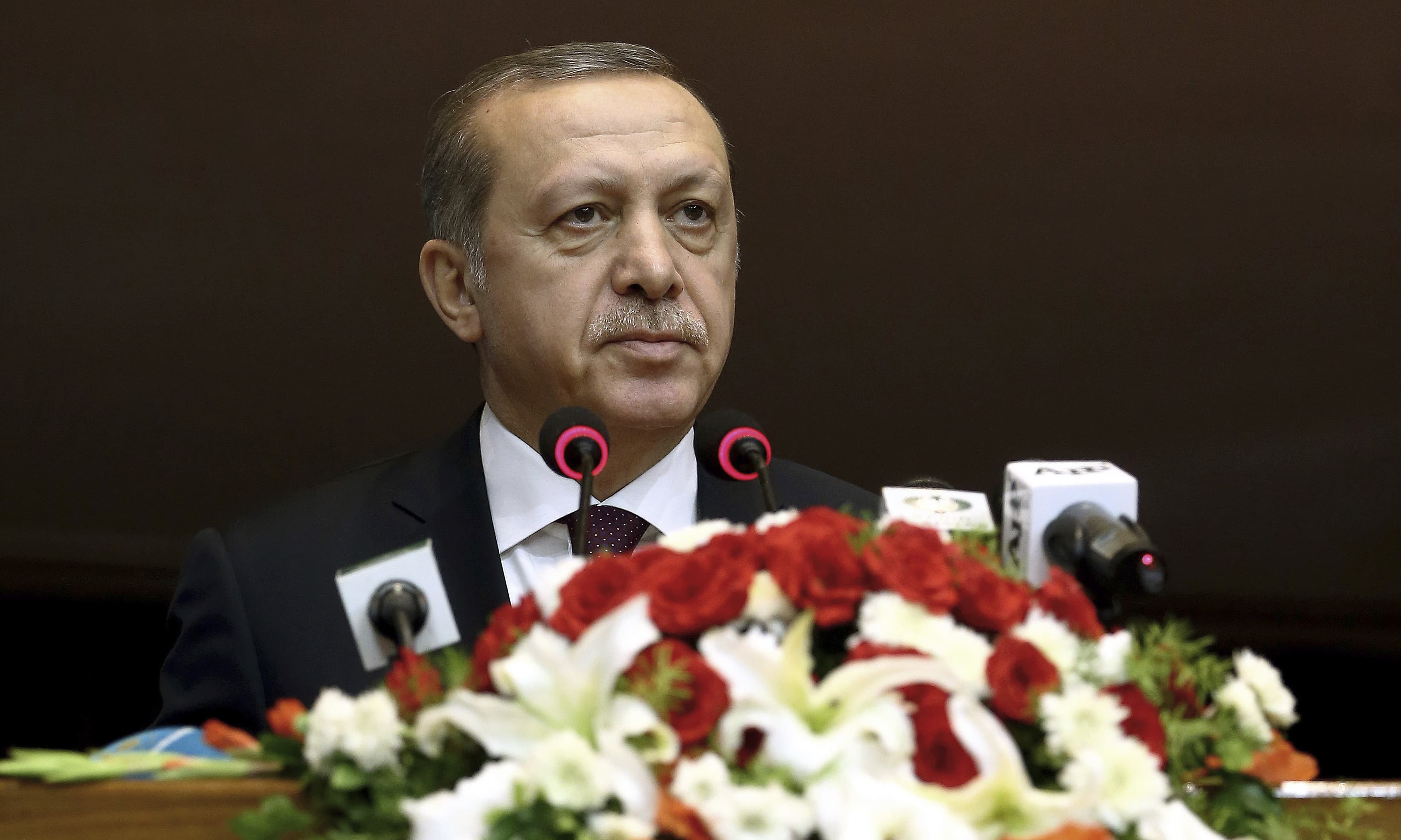 Turkey's President Recep Tayyip Erdogan addresses the parliament in Islamabad. ─AP