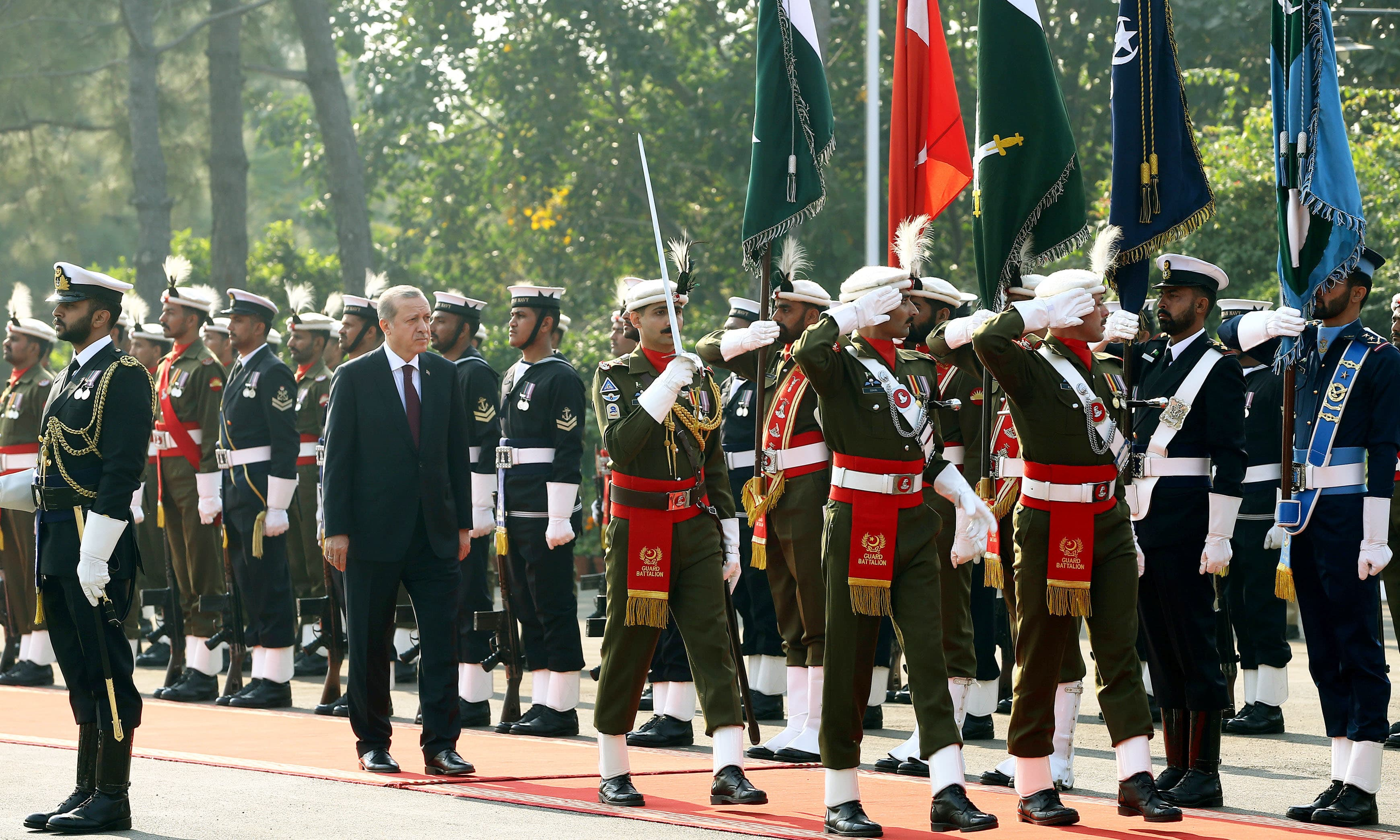 Tayyip Erdogan reviews a guard of honour in Islamabad. ─Reuters