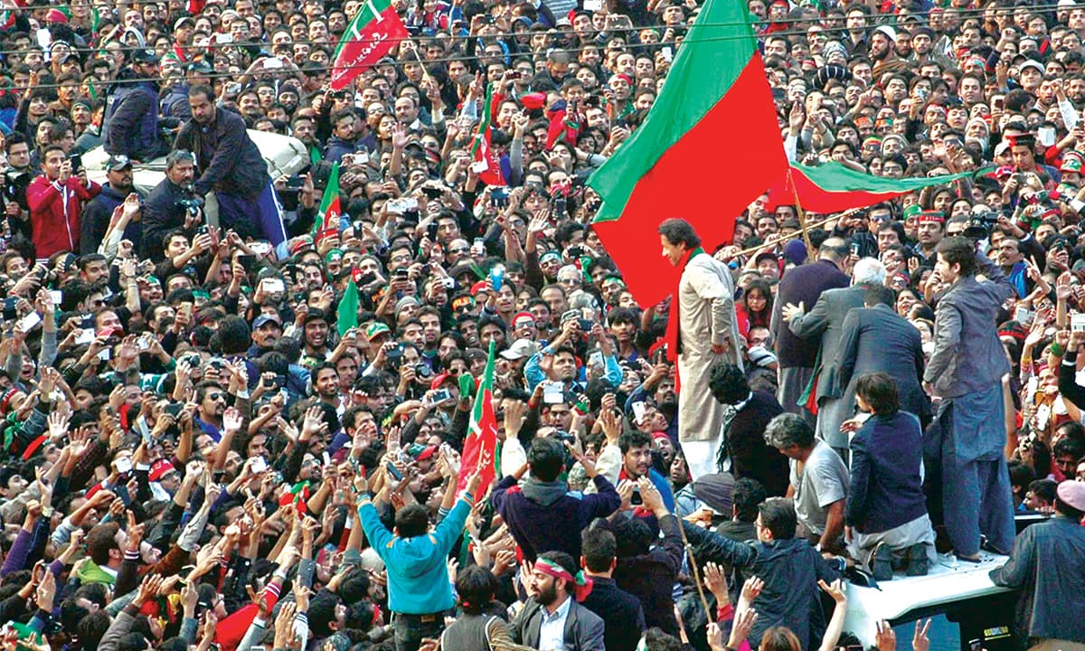 Supporters welcome Imran Khan to Lahore in December 2014 | M Arif, White Star