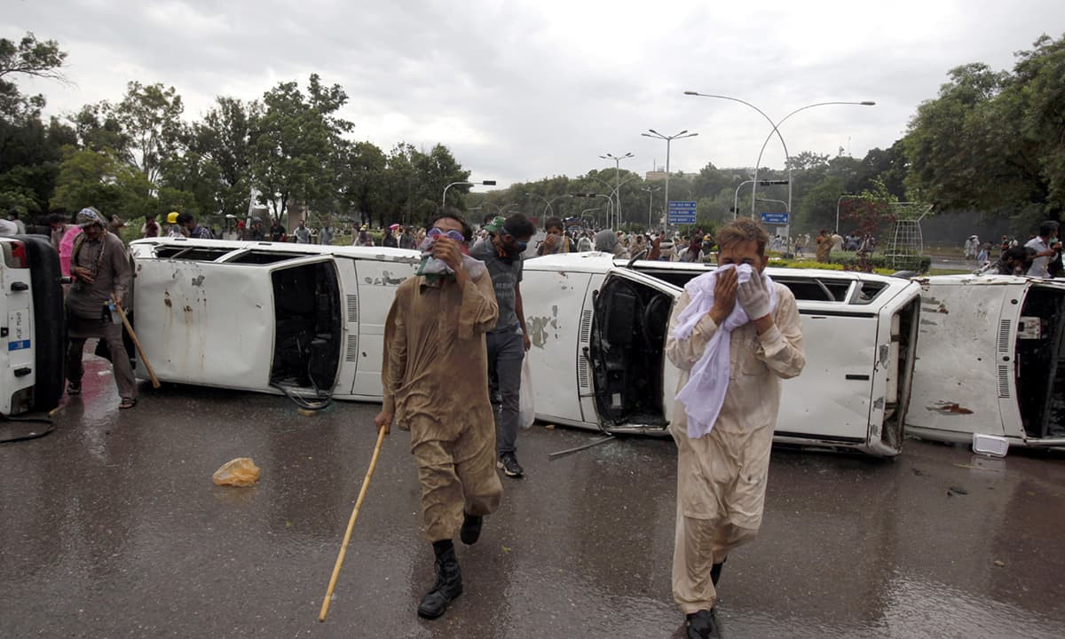 PTI supporters caught in a clash with the police in Islamabad on September 1, 2014 | Tanveer Shahzad, White Star