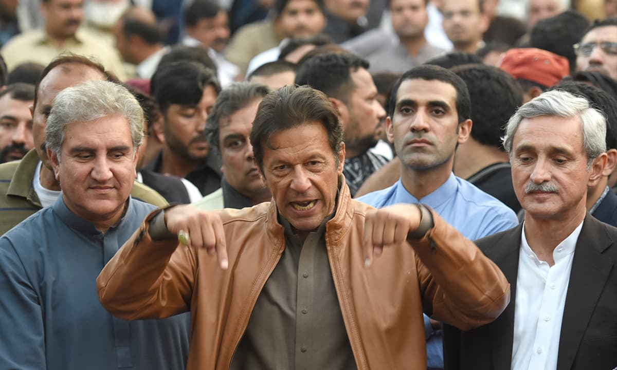 Shah Mehmood Qureshi (left) and Jahangir Tareen (right) flank Imran Khan in Bani Gala, Islamabad, on October 28, 2016 | Tanveer Shahzad, White Star