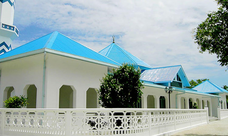 مالدیپ کے شہر مالے میں جامع مسجد اپنی خوبصورتی کے لحاظ سے اہمیت رکھتی ہے—۔