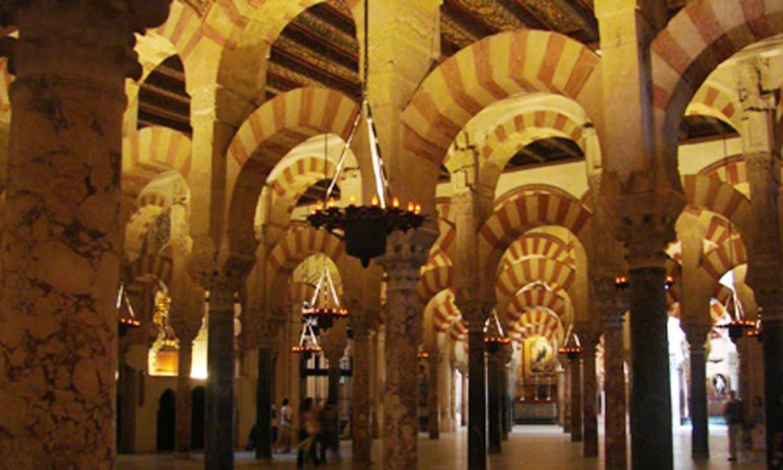 اسپین میں غرناطہ کی مسجد الحمرا—۔