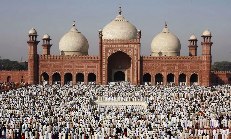 لاہور کی بادشاہی مسجد شامل —۔