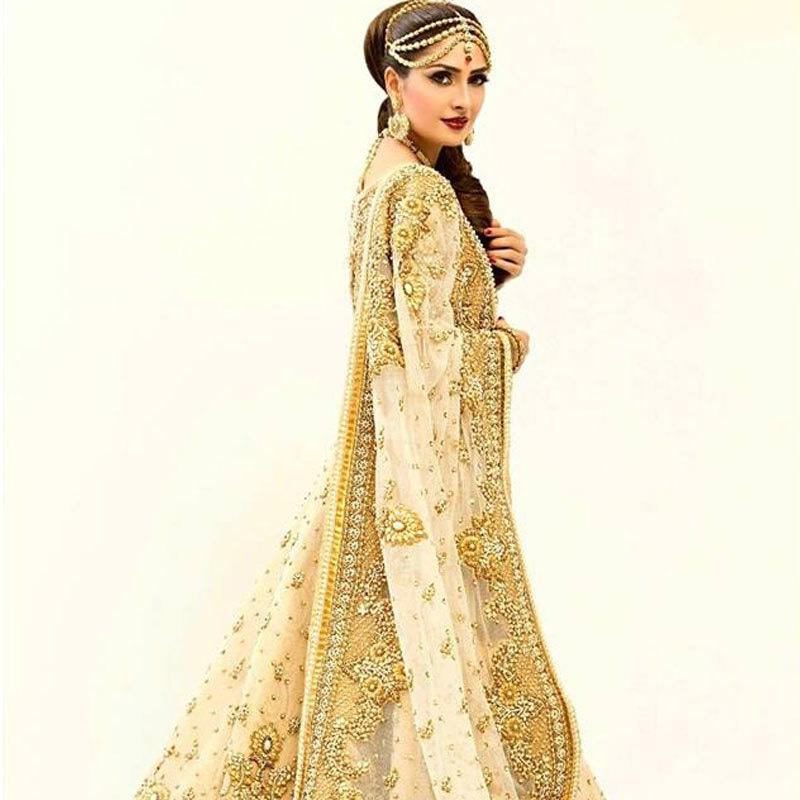 Ayeza Khan in a Rizwan Bayg bridal. Photo: Facebook