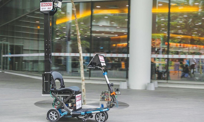 Singapore unveils self-driving scooter