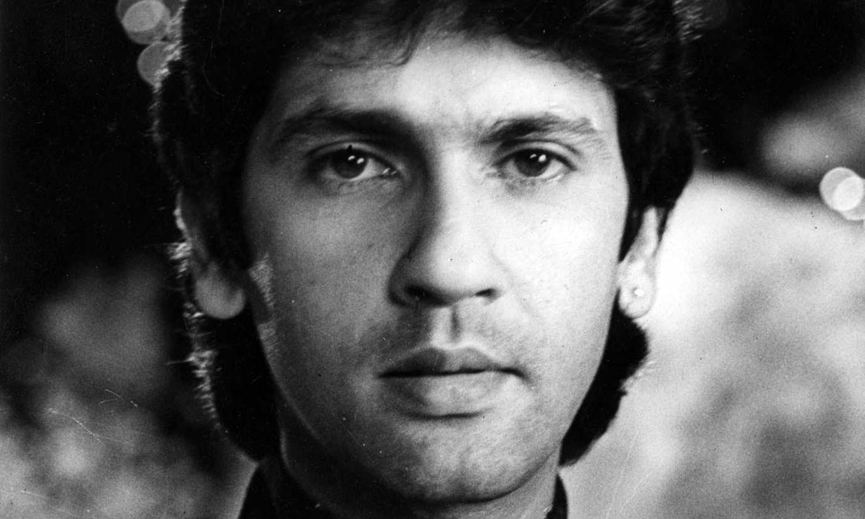 بولی وڈ کے معروف اداکار راجندر کمار کے بیٹے اداکار کمار گورو اپنی فلم 'لو اسٹوری' کے بعد راتوں رات اسٹار بن گئے، تاہم اپنی پہلی فلم کی طرح وہ آگے کا سفر کامیابی سے جاری نہ رکھ سکے اور پردہ اسکرین سے جلد گم ہوگئے۔