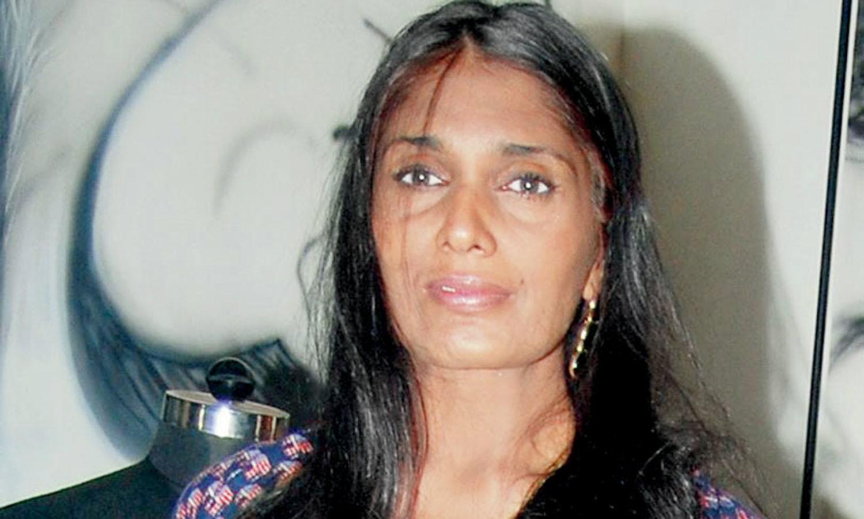 اداکارہ انو اگروال کامیاب فلم 'عاشقی' کے بعد راتوں رات اسٹار بن گئیں، تاہم ایک کے بعد ایک فلاپ فلم میں جلوہ گر ہونے کے باعث وہ ریس میں کافی پیچھے رہ گئیں، وہ 1999 میں ایک خوفناک حادثے کے بعد مفلوج ہوگئی تھیں۔