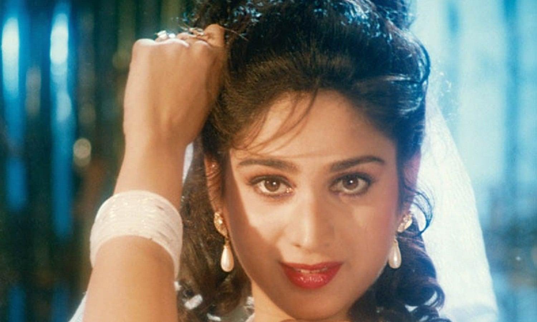 بولی وڈ اداکارہ میناکشی سیشادری نے 17 سال کی عمر میں مس انڈیا کا اعزاز اپنے نام کیا، جس کے بعد انہوں نے سبھاش گھائے کی فلم 'ہیرو' سے بےپناہ شہرت پائی، فلم 'گھاتک' ان کی آخری فلم تھی، جس کے بعد وہ کہیں غائب ہی ہوگئیں۔