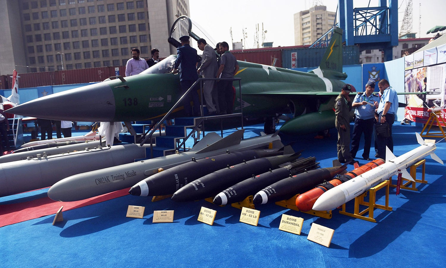 Delegate members look at Pakistan's JF-17 Thunder multirole combat aircraft. ─AFP