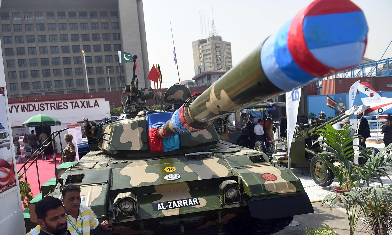 Delegate members look at Pakistan's Al-Zarrar tank and other artillery . ─AFP