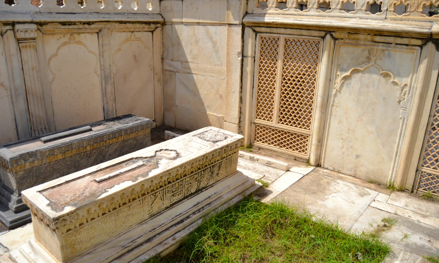 Right to left - Bahadur Shah I, Shah Alam II, and Sardgah, where Zafar desired to be buried.