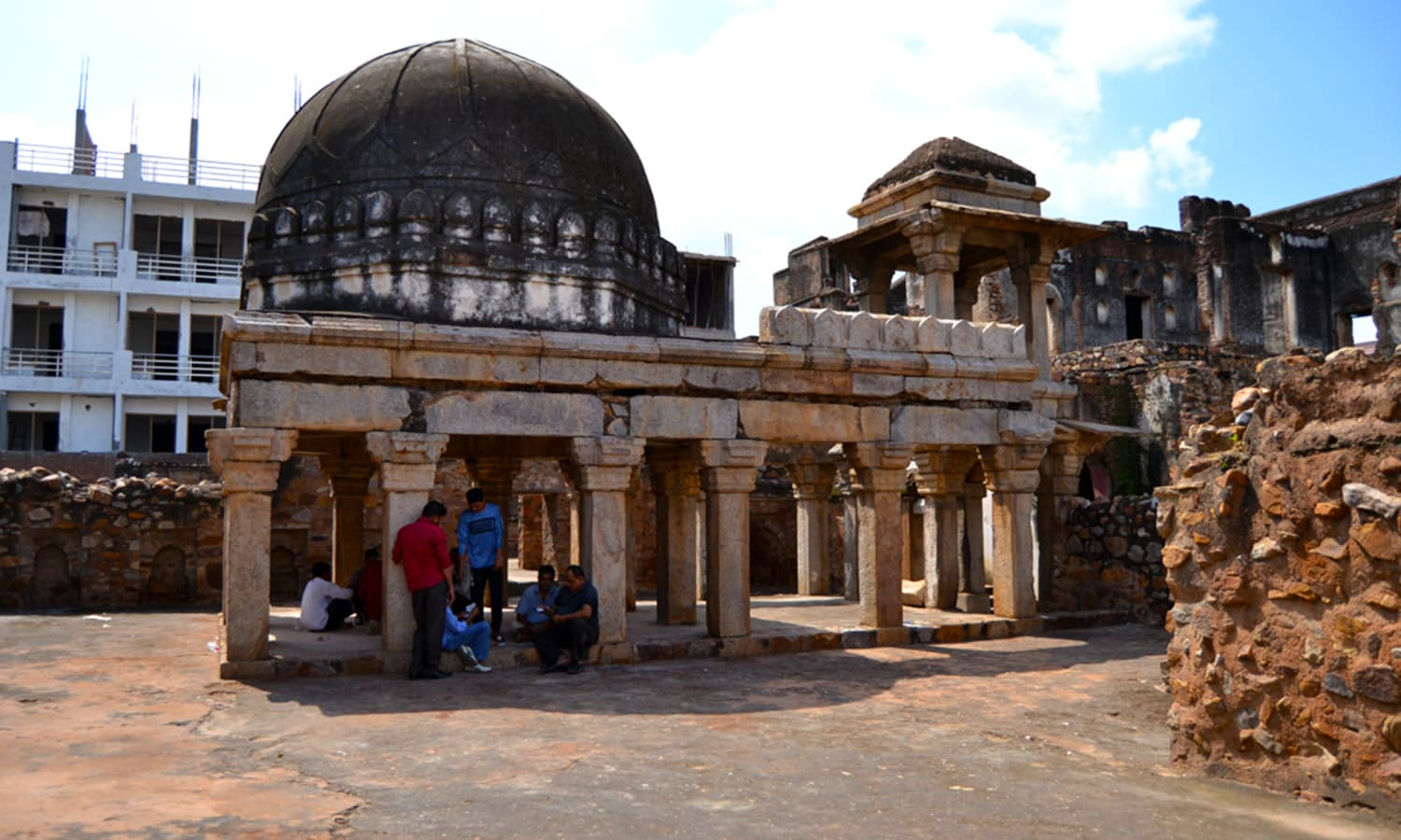 It is said that the 'chhatri' (umbrella) pavillion was built by Zafar.
