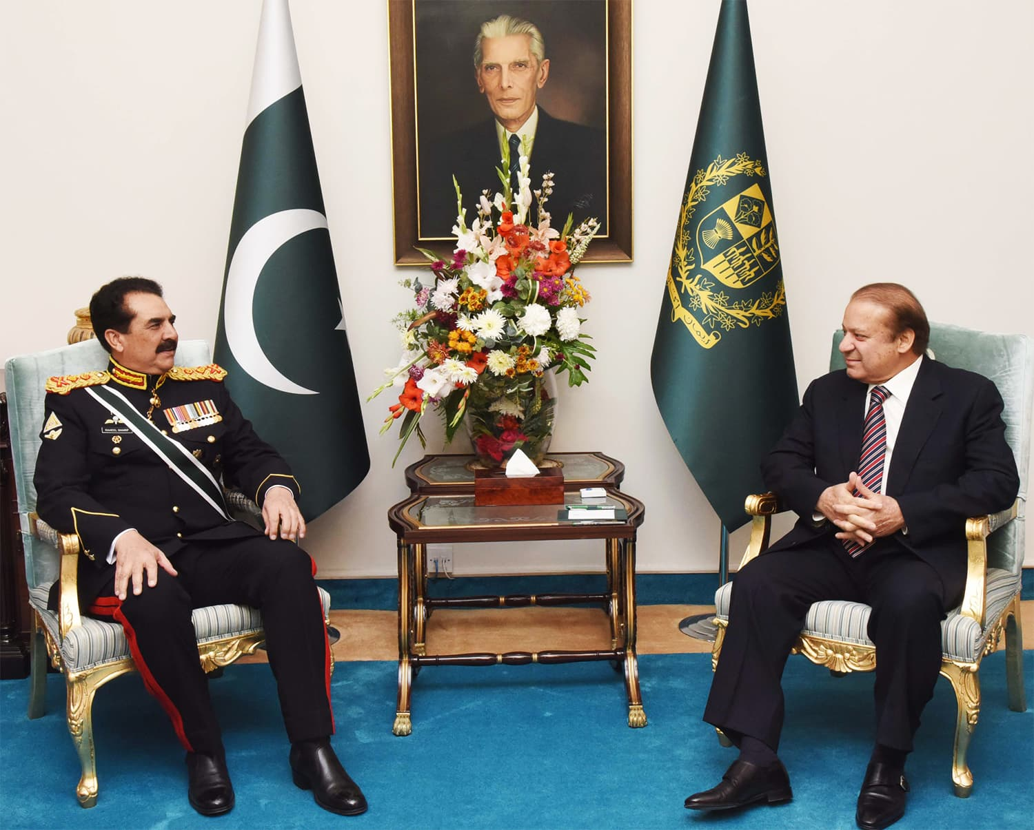 Gen Raheel pays a farewell visit to PM Nawaz Sharif at PM Office. ─ APP