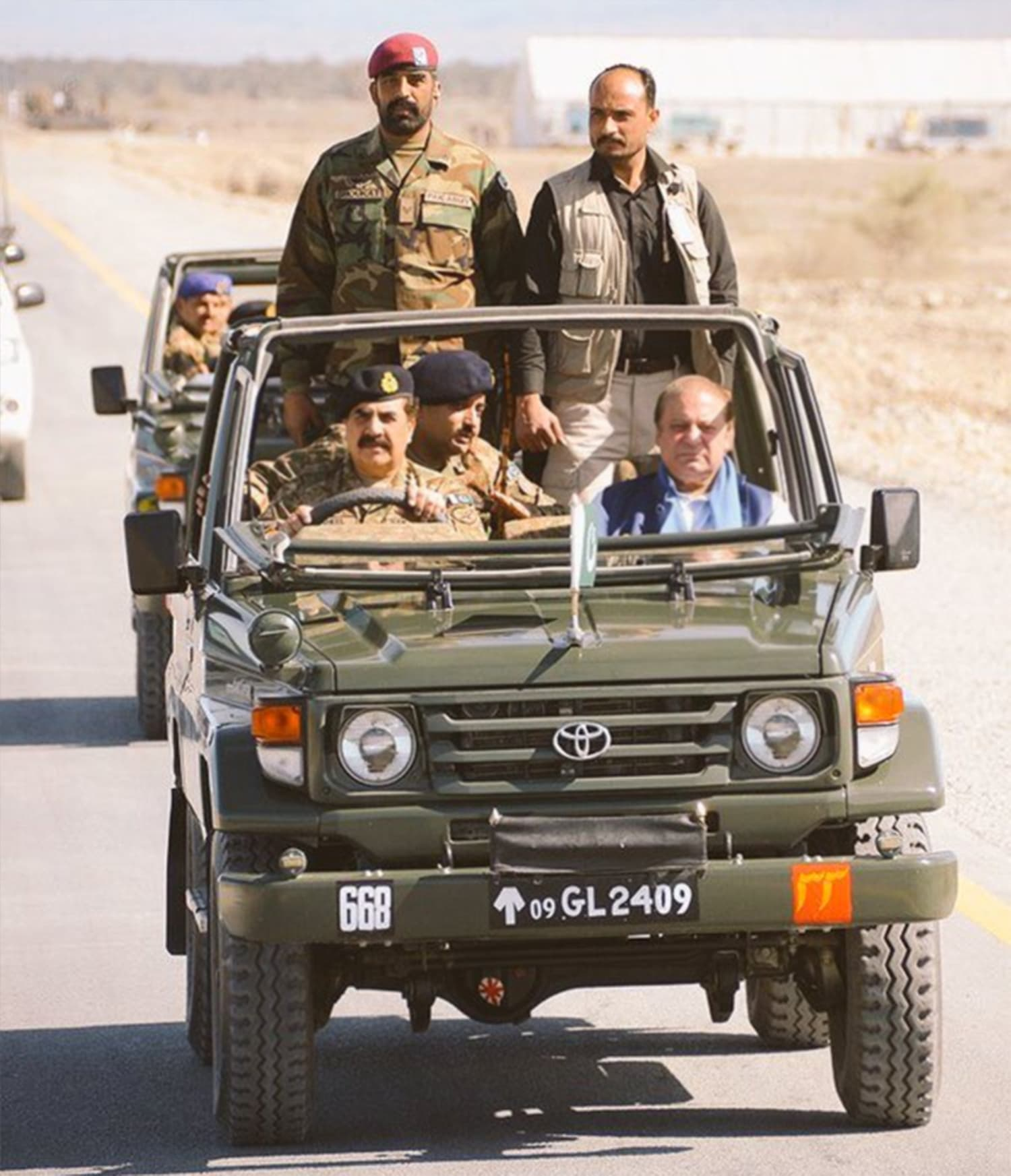 Gen Raheel and PM Nawaz drive along the Gwadar-Hoshab portion of the China Pakistan Economic Corridor. ─ Photo courtesy ISPR.