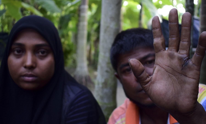 میانمار فوج کے ظلم و ستم کے باعث ہزاروں روہنگیا افراد بنگلہ دیش کی جانب نقل مکانی کرگئے —فوٹو: اے ایف پی
