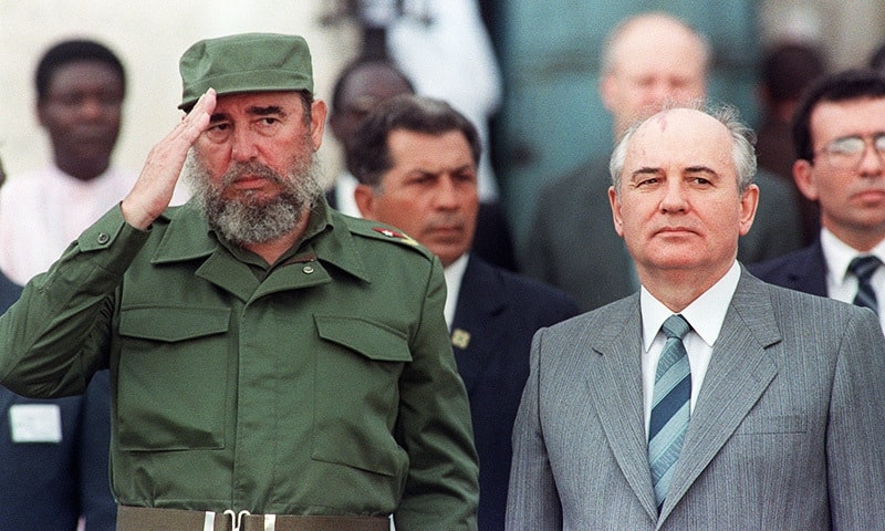 This photo taken on April 2, 1989 shows Cuban president Fidel Castro (L) welcoming General Secretary of the Communist Party of the Soviet Union Mikhail Gorbachev (R) during the official ceremony for Gorbachev's arrival in Havana.— AFP