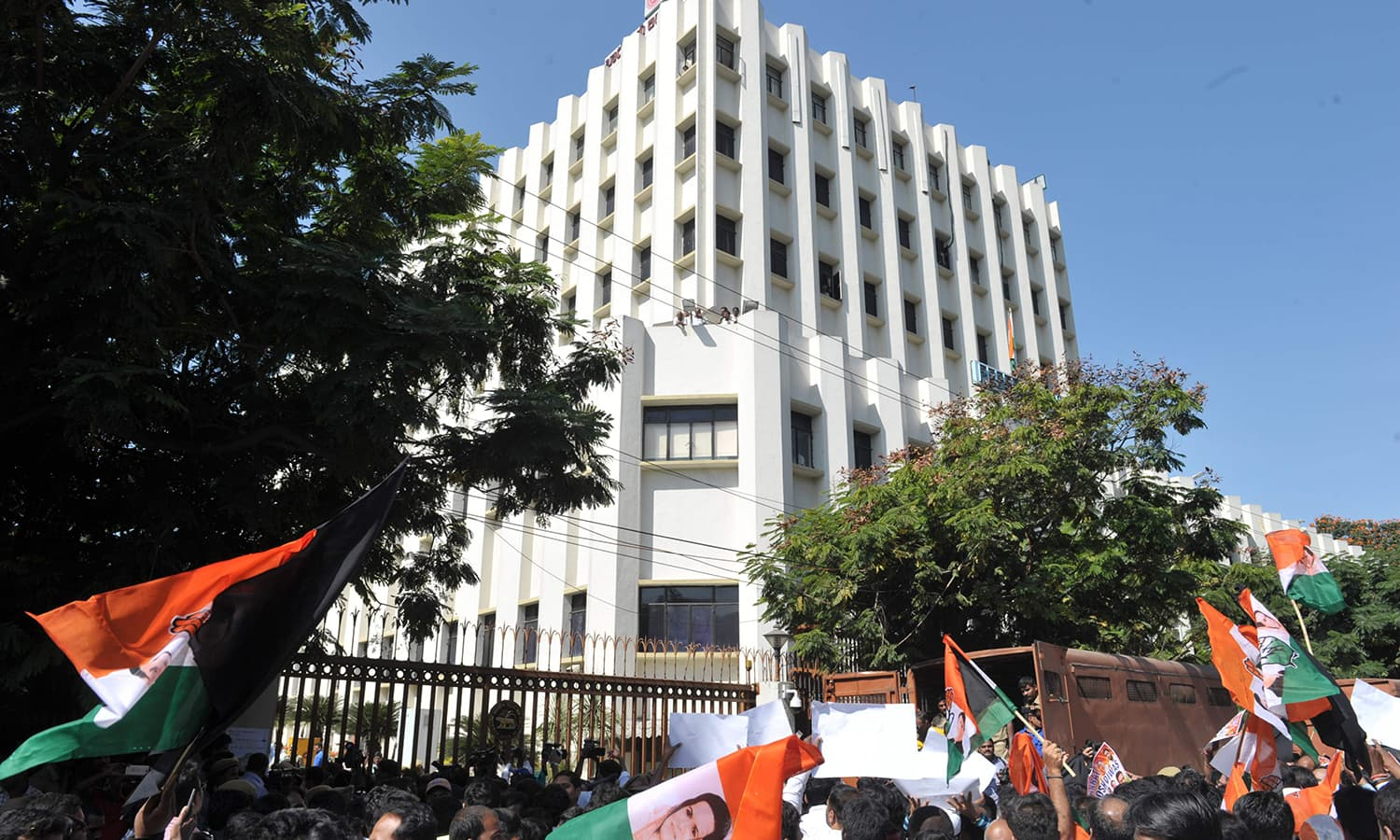 Members of the Congress party hold up the banned 500 and 1000 rupee notes as they shout slogans during a protest as part of 'Jan Aakrosh Diwas' in front of the Reserve Bank of India