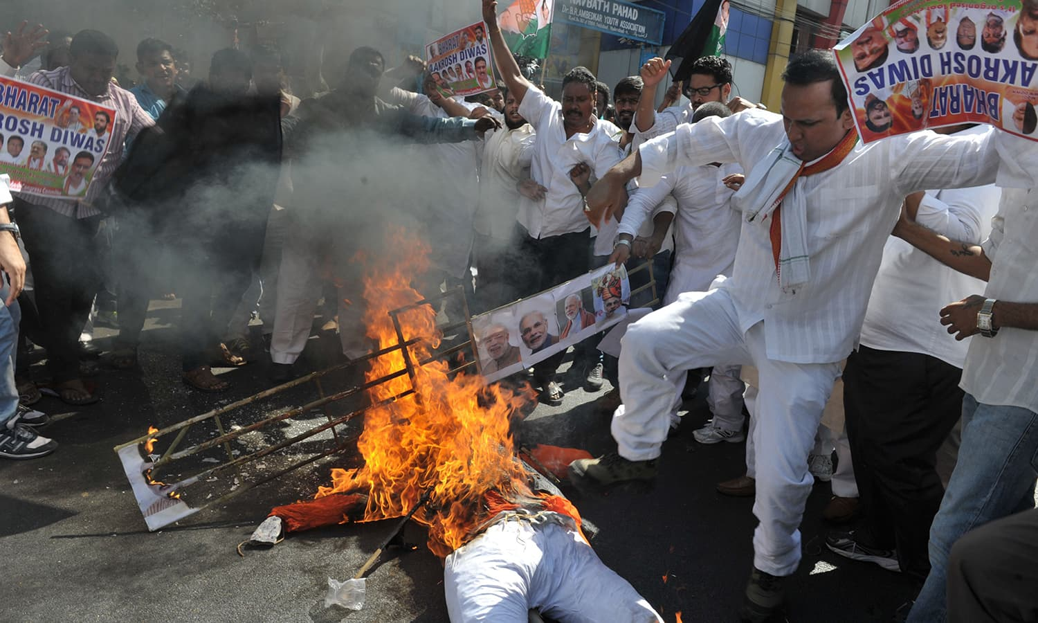 Members of the Congress party burn an effigy representing Indian Prime Minister Narendra Modi during a protest as part of 'Jan Aakrosh Diwas' in Hyderabad. ─AFP