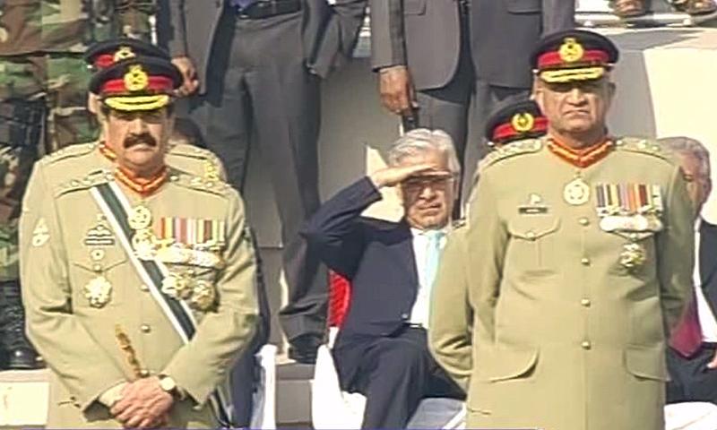 Gen Raheel Sharif and Gen Qamar Javed Bajwa. ─ DawnNews