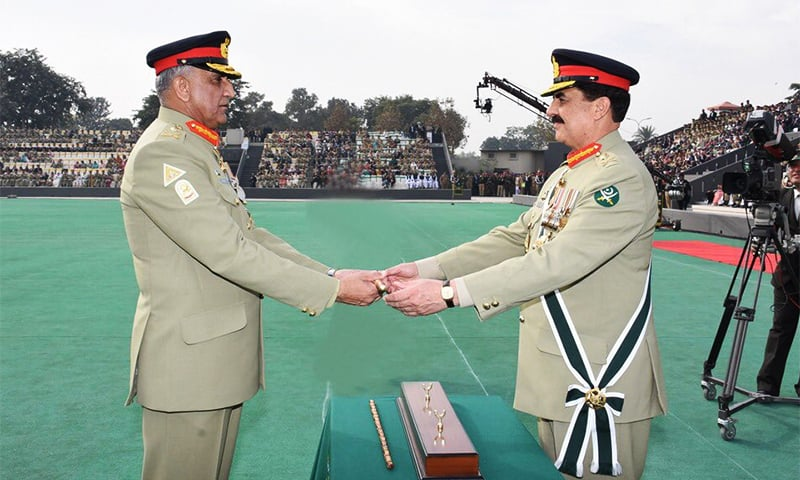 Gen Raheel Sharif hands over the baton of command to Gen Qamar Javed Bajwa. ─ Photo courtesy ISPR
