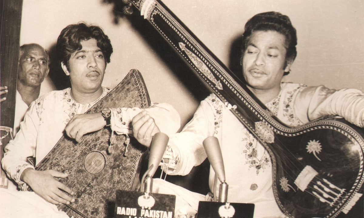 Fateh Ali Khan (left) and Amanat Ali Khan (right) | EMI Pakistan