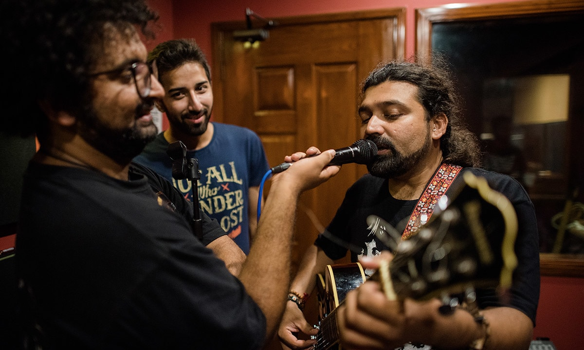 Ahsan Bari (right) of Sounds of Kolachi rehearsing with his bandmates | Mohammad Ali, White Star