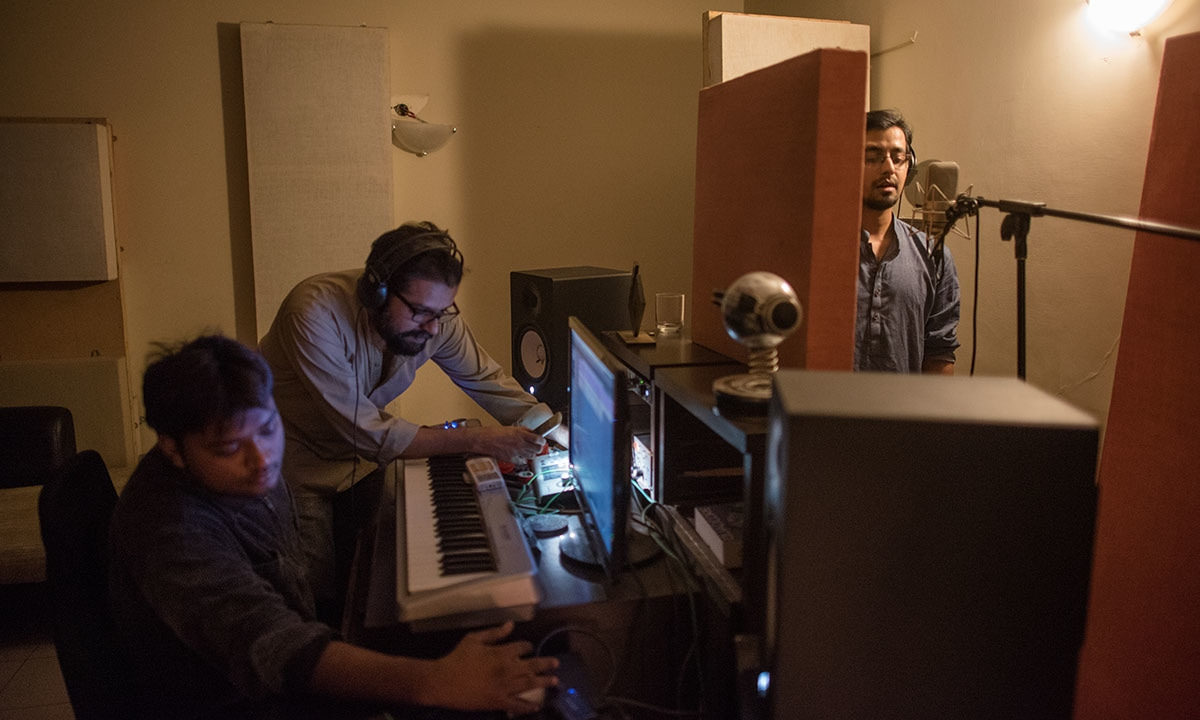 Ali Suhail (right) records vocals at the studio of Omran Shafique (centre) | Mohammad Ali, White Star