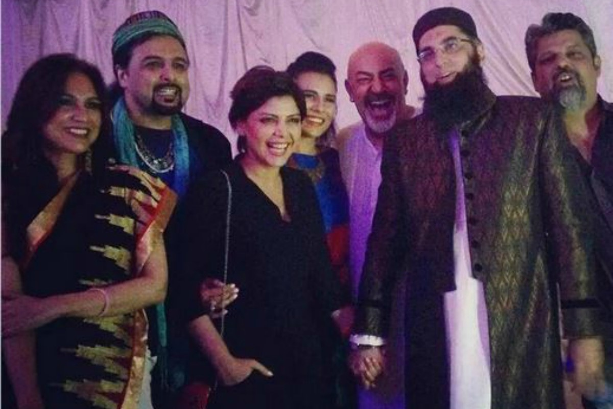 Junaid Jamshed with friends at the launch of 'Chaand Sitara' track in Lahore
