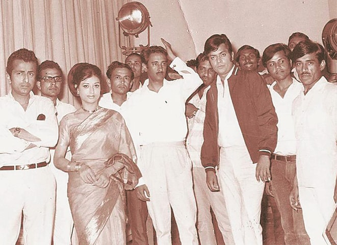 Robin Ghosh and Shabnam with movie actor Waheed Murad on the sets of Bandhan