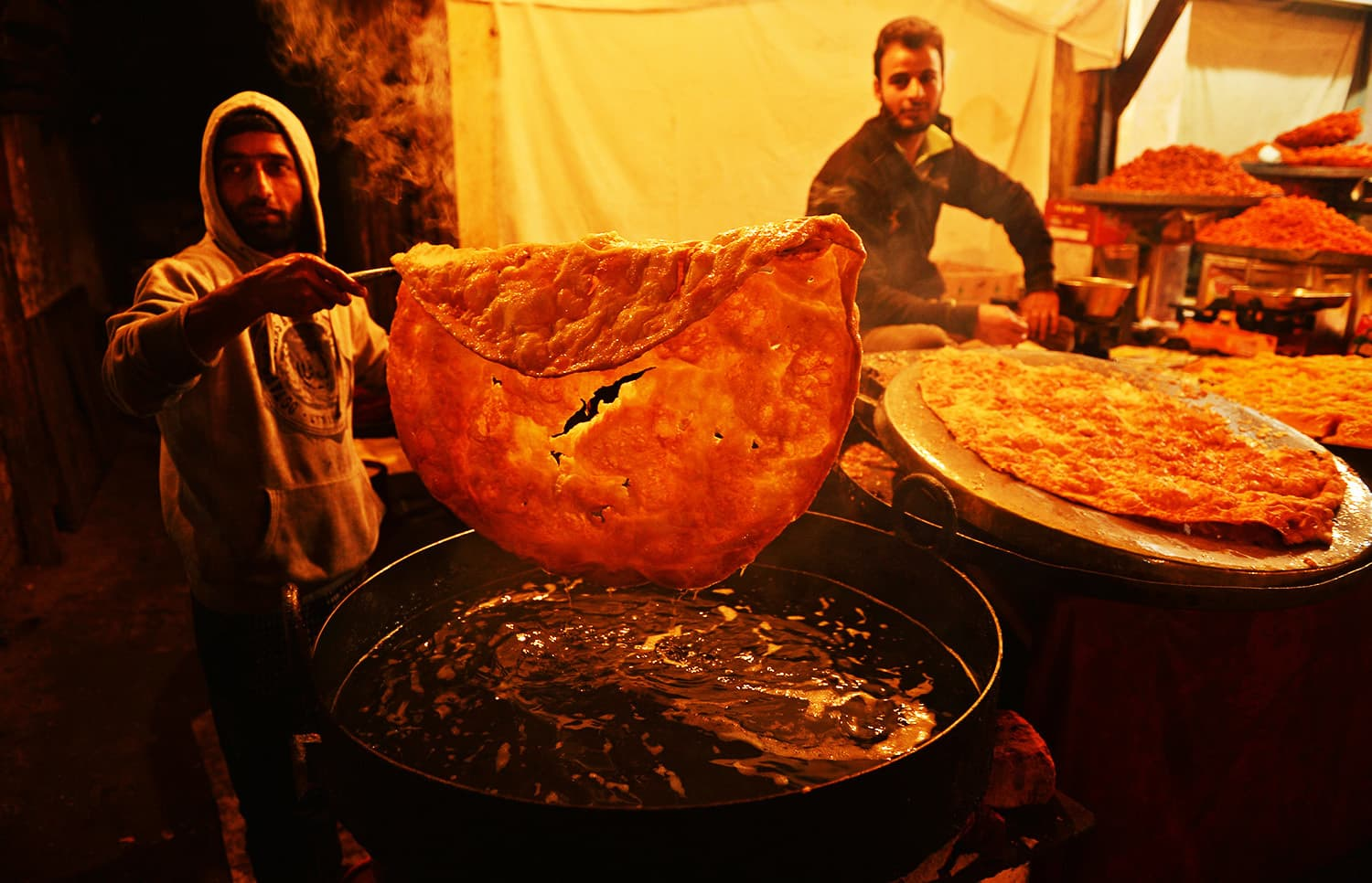 A Kashmiri  baker make traditional Kashmiri bread  to be sold among devotees on the eve Eid-e-Milad-un-Nabi.—AFP