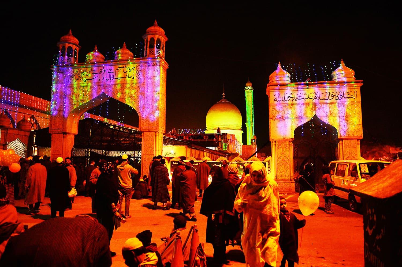 Kashmiri Muslims converge on the Hazratbal shrine on the eve of the festival of Eid-e-Milad-un-Nabi in Srinagar.—AFP
