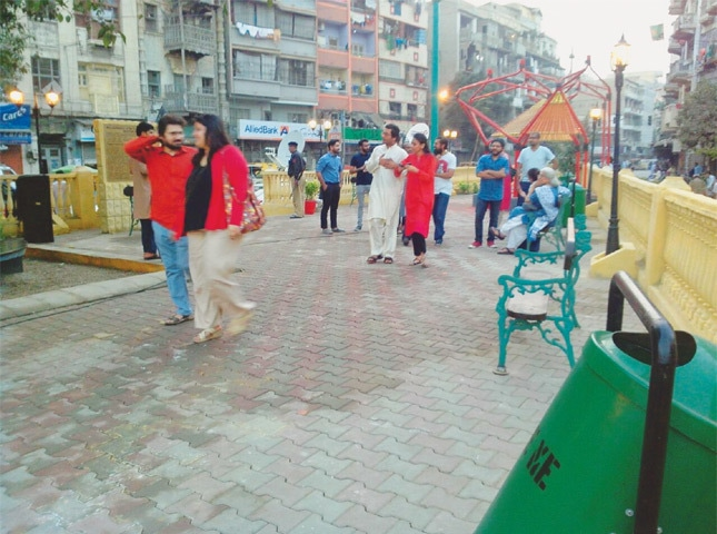 Guests at the newly-restored Aram Bagh Quarter enjoy the clean open space.—Photo by writer