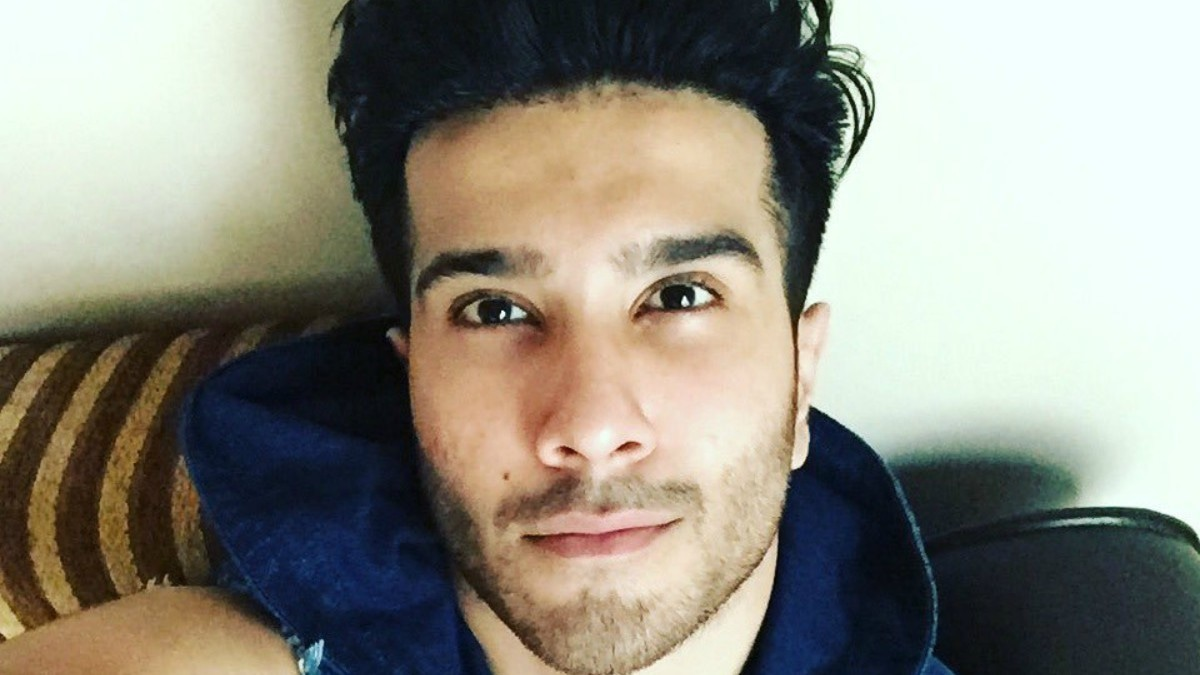 Feroze Khan hits back at abusive Instagram followers