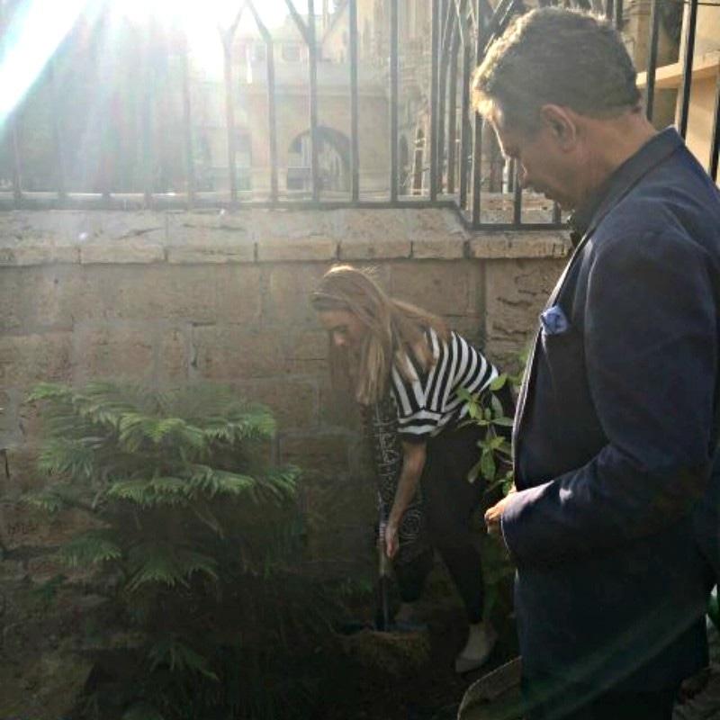 Karachi Mayor Waseem Akhtar looks on as Cassie plants Pakistan's national tree Cedrus Deodara - Photograph by farmansha/Twitter