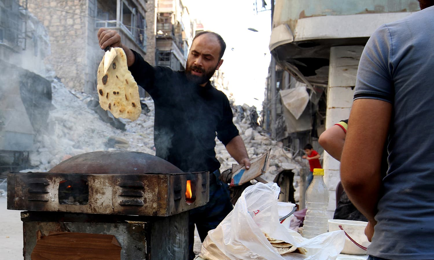A man makes bread in the beseiged rebel held area of Aleppo, Syria October 8, 2016. ─ Reuters