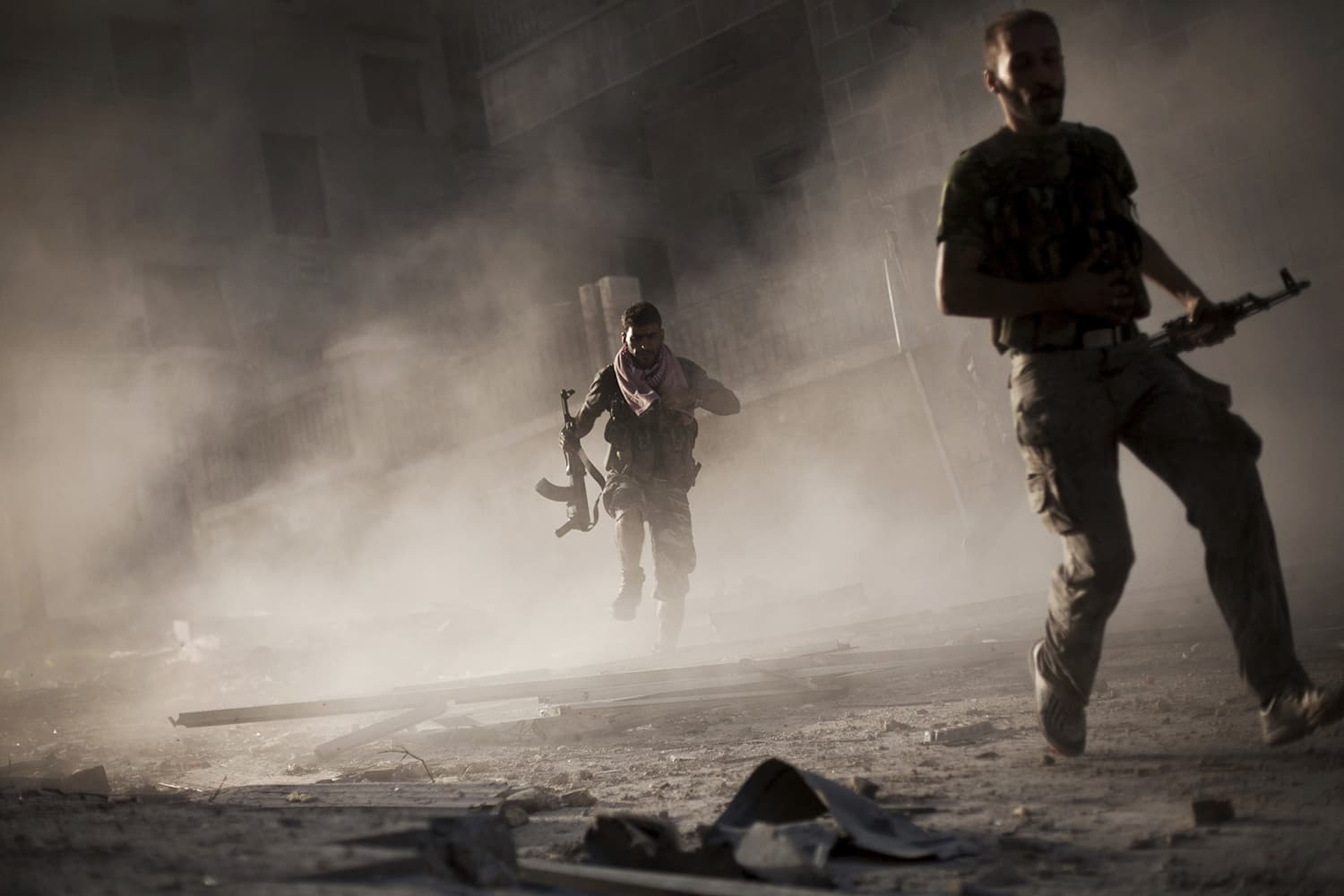 Free Syrian Army fighters run away after attacking a Syrian Army tank during fighting in the Izaa district in Aleppo, Syria, Friday, Sept. 7, 2012. ─ AP/File