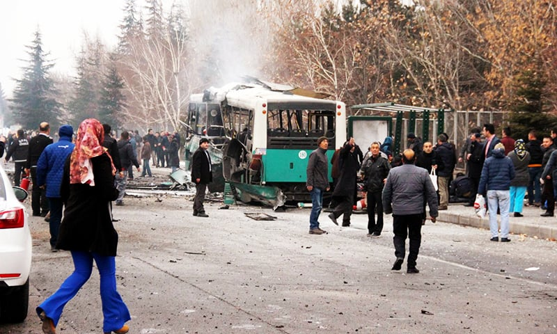 13 Turkish soldiers killed in car bomb attack