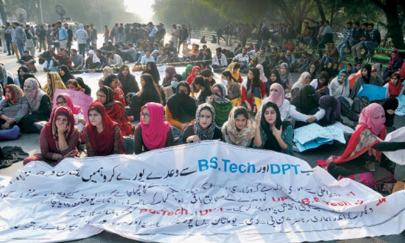 BZU students stage a sit-in on Canal Road to press the authorities to accept their demand for affiliation of the Lahore campus with the main campus in Multan — White Star