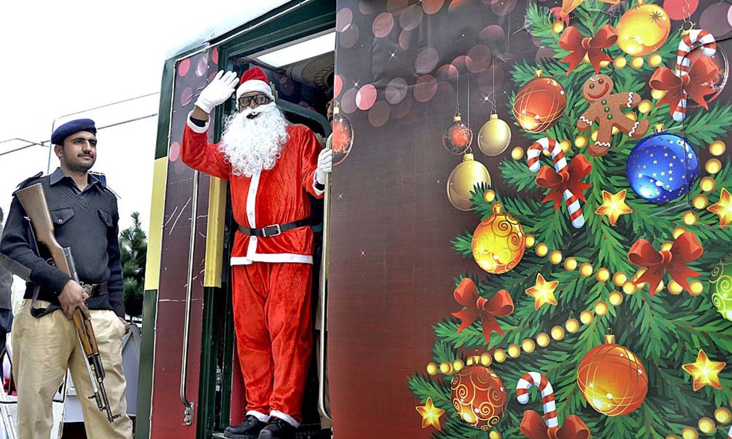 The Christmas Train.In Pictures All Aboard The Christmas Train Pakistan